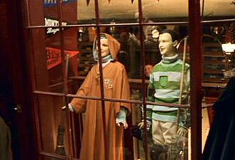 vitrine du magasin de Quidditch