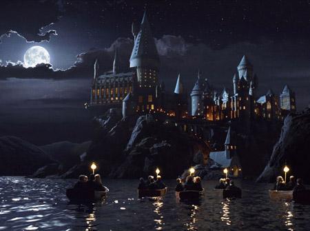 Les premières années sur des barques guidées par Hagrid