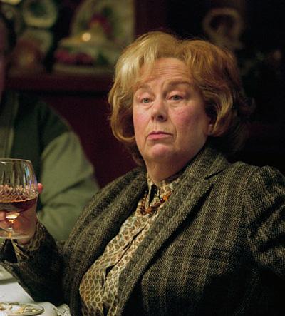 Tante Marge et son verre de brandy dans PA/f © 2004 Warner Bros.