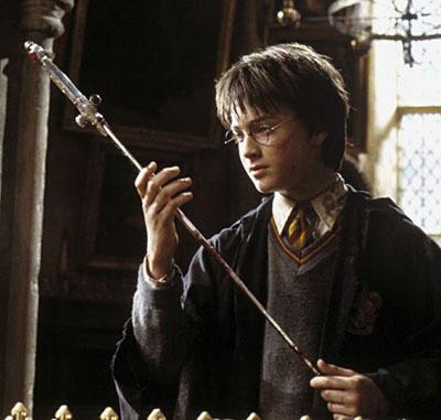 Harry et l'épée de Godric Gryffondor dans CS/f © 2002 Warner Bros.