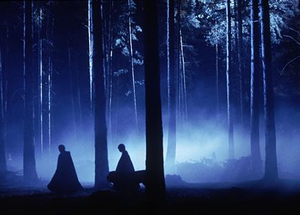 Retenue dans la forêt dans ES/f © 2001 Warner Bros.