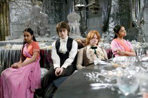 Parvati, Harry, Ron et Padma durant le bal de Noël dans CF/f