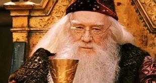 Dumbledore levant son verre à Harry dans ES/f