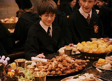 Harry et Percy au début du banquet de début d'année dans ES/f