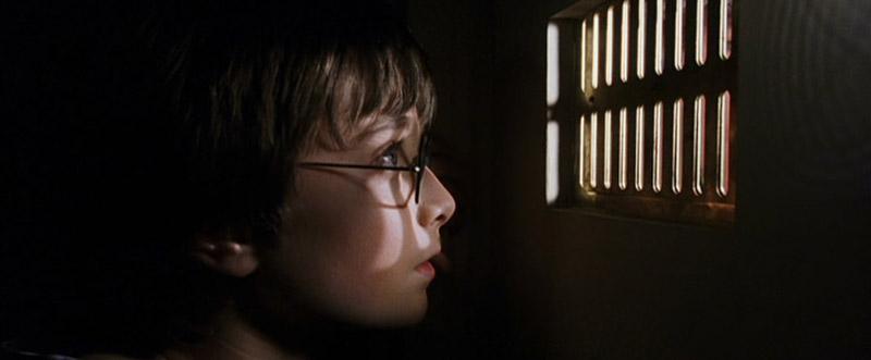 Harry dans le placard sous l'escalier dans ES/f