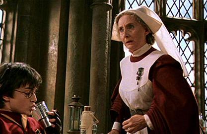 Harry et Madame Pomfresh à l'infirmerie dans CS/f